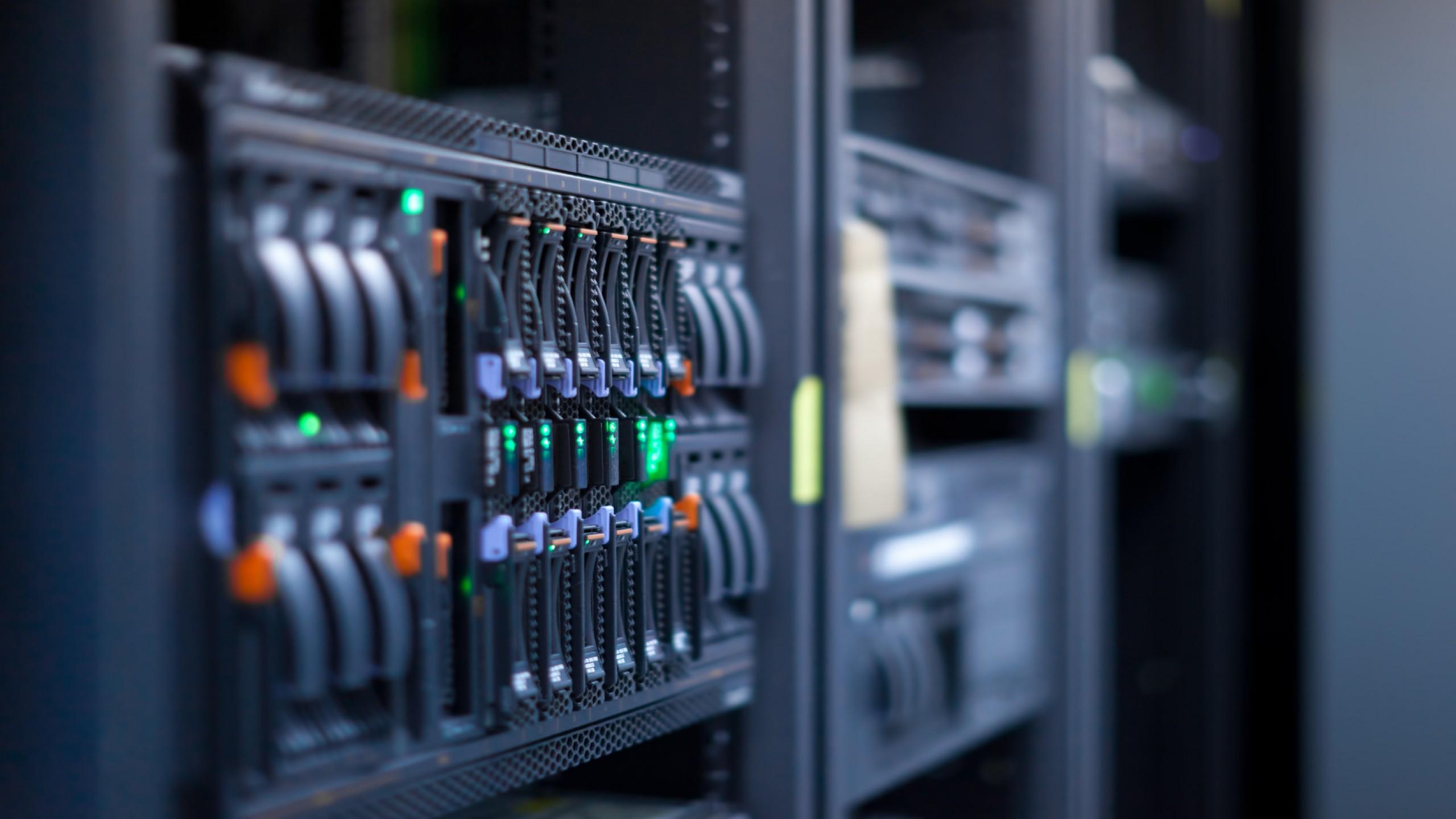 server-datacenter-1732x1154-wallpaper